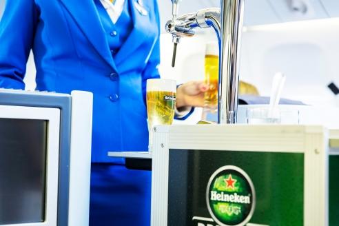 KLM y Heineken sirven cerveza de barril en pleno vuelo
