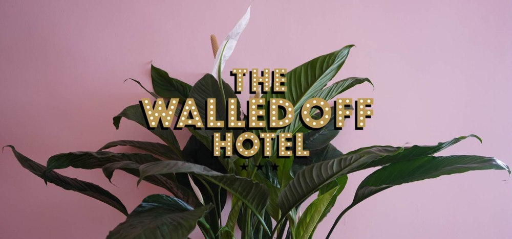 The Walled Off Hotel por Bansky