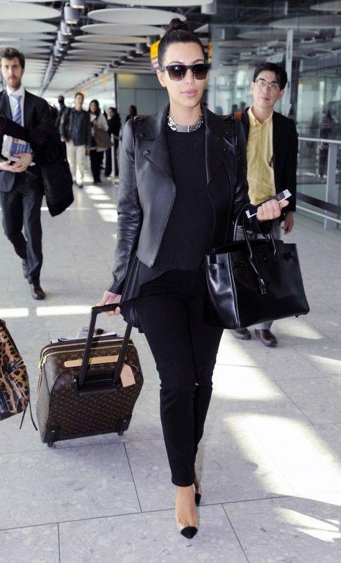 kim_kardashian_allblack_airport